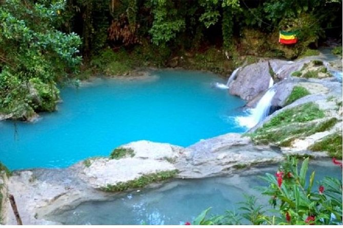 Half-Day Blue Hole and Secret Falls Tour from Runaway Bay