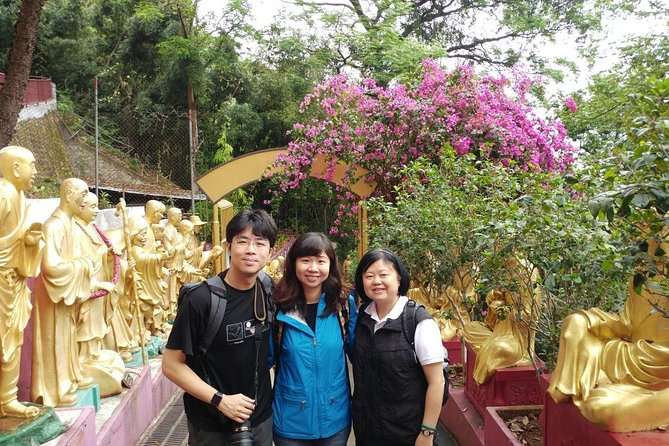 Small-Group Walking Tour of Hong Kong 10,000 Buddhas Monastery & Tai Po Market