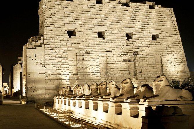 Espectáculo de luz y sonido en el templo de Karnak en Luxor