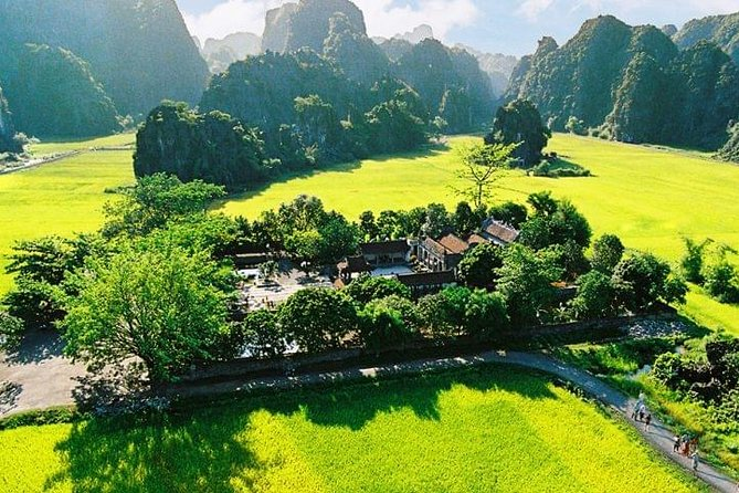 Hoa Lu and Tam Coc Day Trip from Hanoi Old Quarter