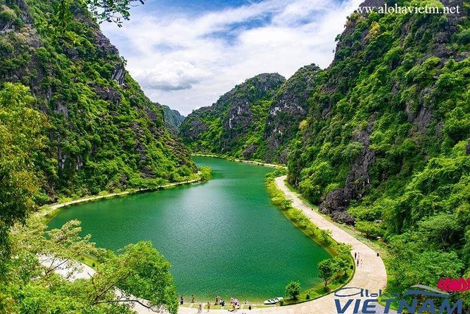 Ninh Binh Daily Tour: Hoa Lu - Am Tien Cave- Trang An boat ride photo 4