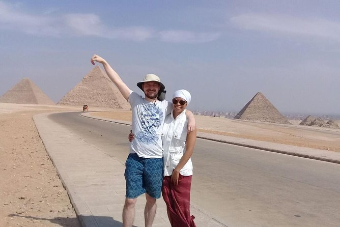 day tour to Giza pyramids with egyptology tour guide from cairo giza hotels