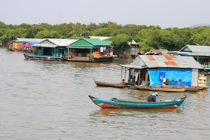 Guided Floating Village Boat Tour in Siem Reap photo 1
