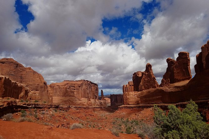 Discover The Best Of Moab in 1 Day: Arches, Canyonlands, Dead Horse Point photo 3