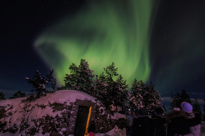 Northern Lights Hunting by Minibus from Rovaniemi