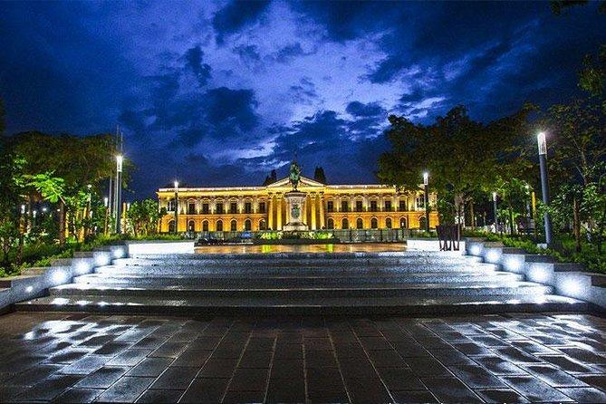 Tour della città di San Salvador di notte Cultura, cibo e paesaggi