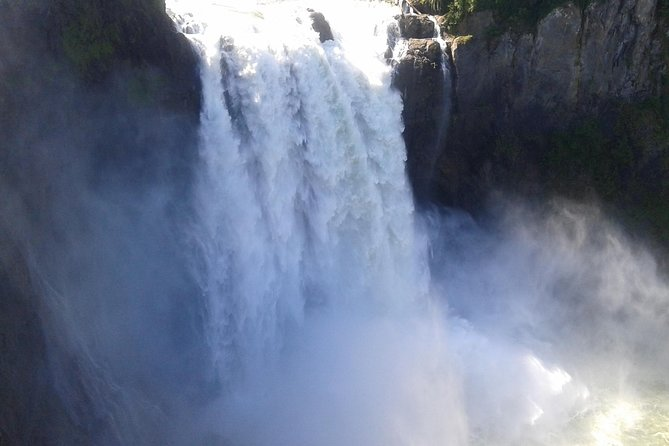 Private Cascade Mountains and Waterfalls Tour from Seattle