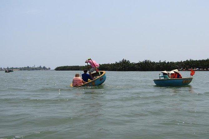 Canasta en bote y pesca-cangrejos