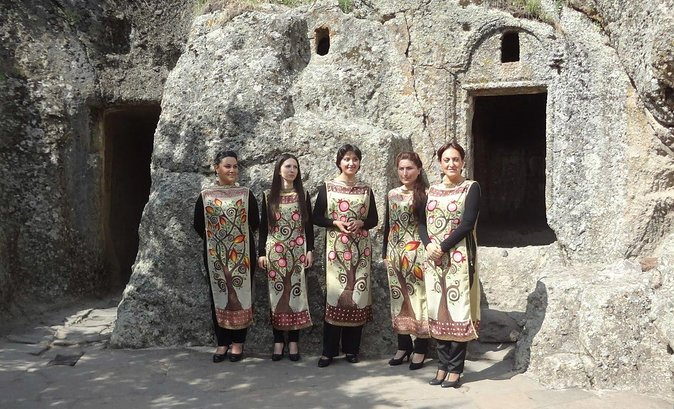 UPSCALE FULL DAY PRIVATE TOUR TO GARNI GEGHARD with LAVASH BAKING