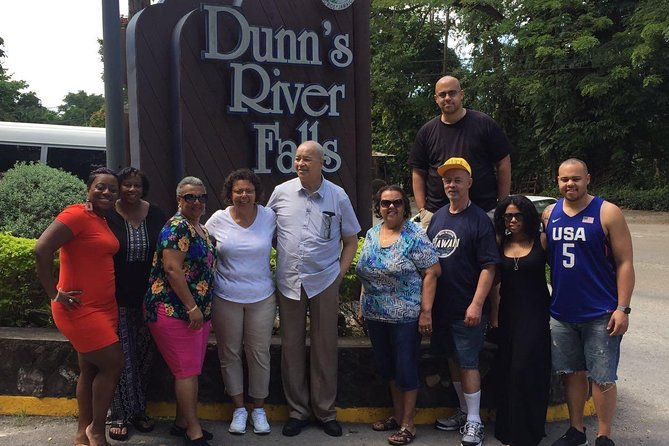 Private Tour from Montego Bay to Dunn's River Falls and Blue Hole/Secret Falls