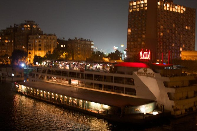 2-Hour Nile Dinner Cruise With Folkloric Show in Cairo with Private Transfer