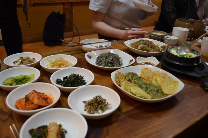 Sample Alcohol Tasting at Brew Master's Workshop & Dinner with Magkeolli