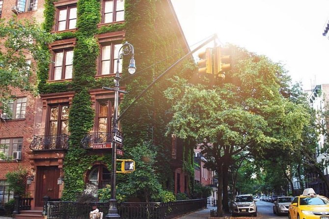 NYC Gramercy Park Walking Tour with Players Club Mansion Access
