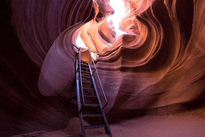 Antelope Canyon and Horseshoe Bend Day Trip from Las Vegas