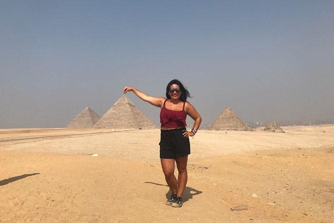 8 hours day tour: Giza Pyramids and Egyptian Museum photo 3
