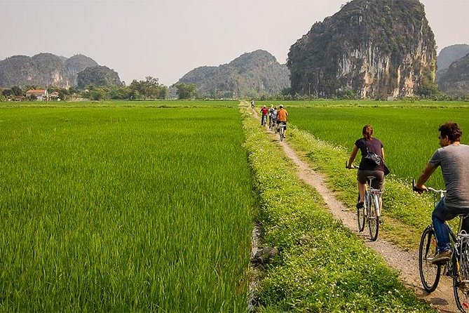 Hoa Lu Tam Coc Full-Day DELUXE Tour Including BUFFET LUNCH & River Boat Ride photo 21