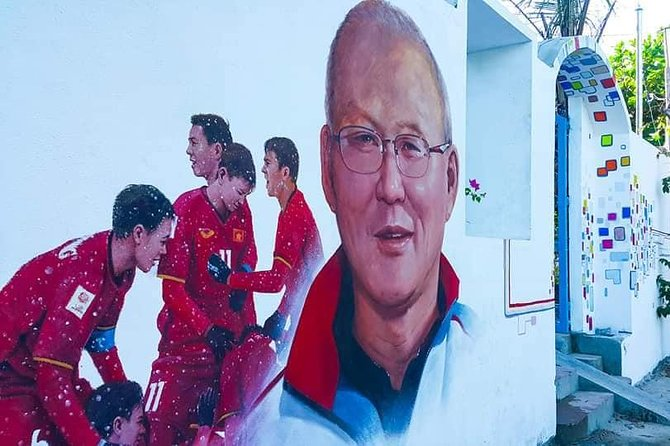Tam Thanh Mural Village & Heroic Vietnamese Mother Statue Tour