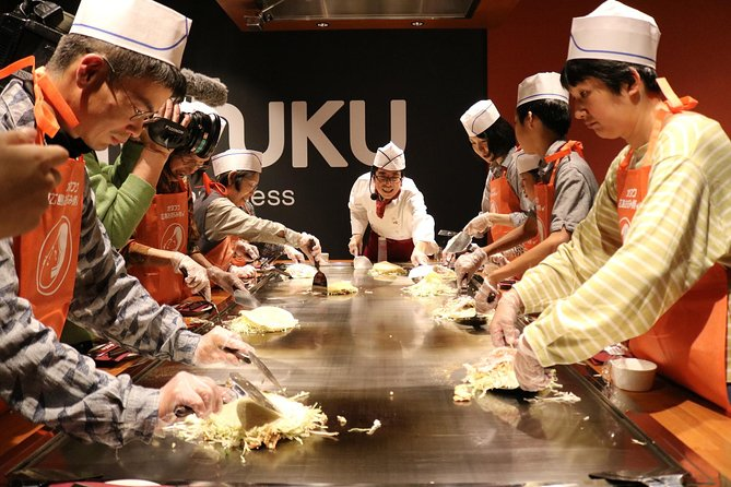 Hiroshima No1 food!! 'Okonomiyaki'-cooking class and a guided-tour of the museum