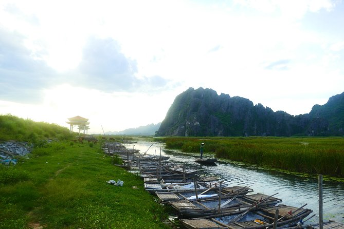 Cuc Phuong and Van Long Full Day Tour with Trekking and Boating