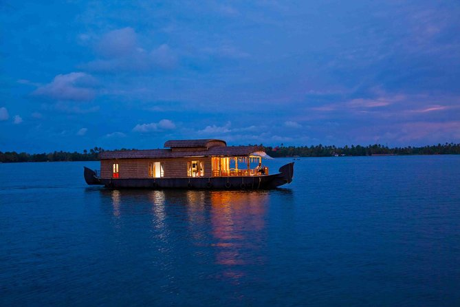 Deluxe Houseboat Cruise at Alleppey