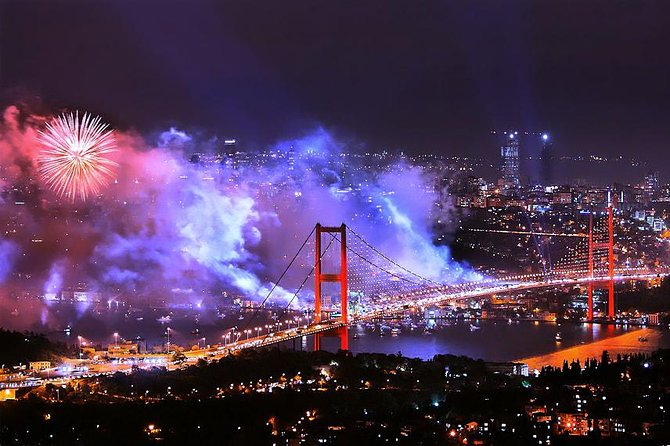 Istanbul New Year 2022 Dinner and Party Cruise on the Bosphorus