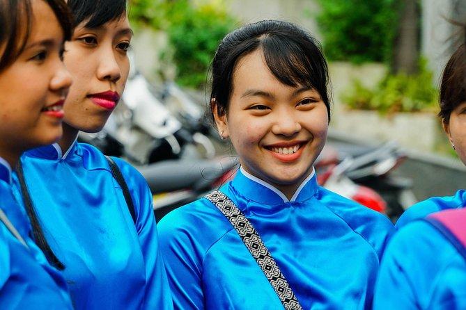 ⭐️ 3,5 Hrs Saigon Half Day City Tour with #GirlPower Riders | Kiss Tours