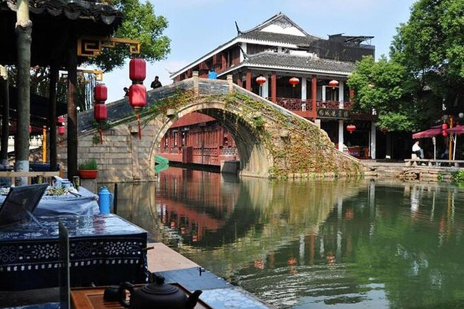 Shanghai Day Tour of Zhouzhuang Water Town and City Sightseeing