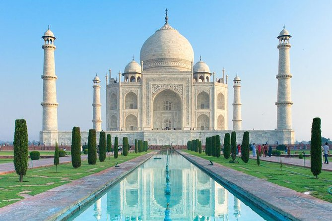 Day Trip to Taj Mahal from Delhi by Car with lunch and Entrance