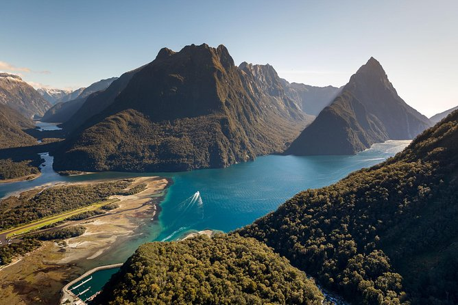 Milford Sound Coach and Nature Cruise with Buffet or Picnic Lunch