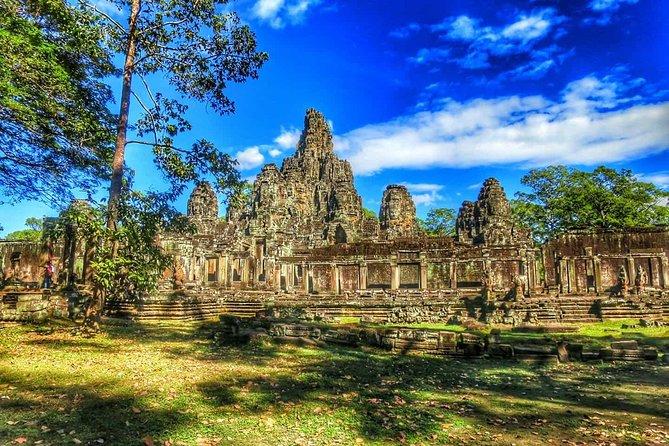 Sunrise at Angkor Wat, Bayon and Ta Prohm Temple Tour
