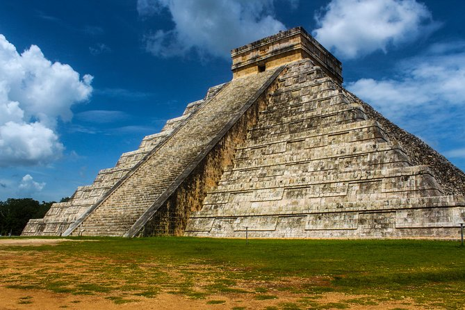Chichen Itza Clasic with Sacred Cenote from Cancun and Mayan Riviera