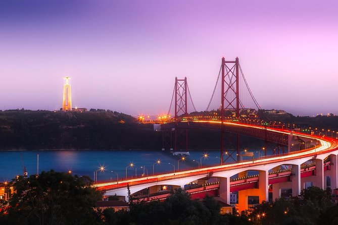 Private Premium Car Transfer from Madrid to Lisbon with 2 Sightseeing Stops