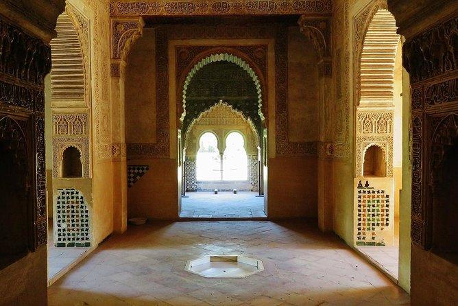 Alhambra e Generalife, bilhetes incluídos, tour privado