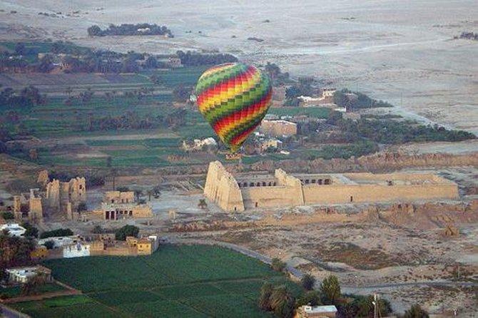 Flug im Heißluftballon über den Westteil von Luxor und den Nil