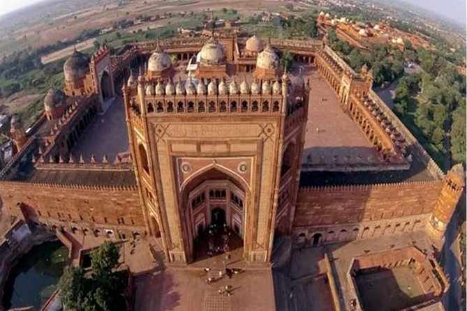Private Tour: Taj Mahal and Fatehpur Sikri Day Tour