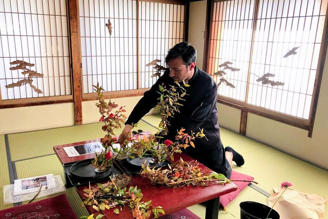 Ikebana Experience- Japanese traditional floral art Let's touch authentic Japan!
