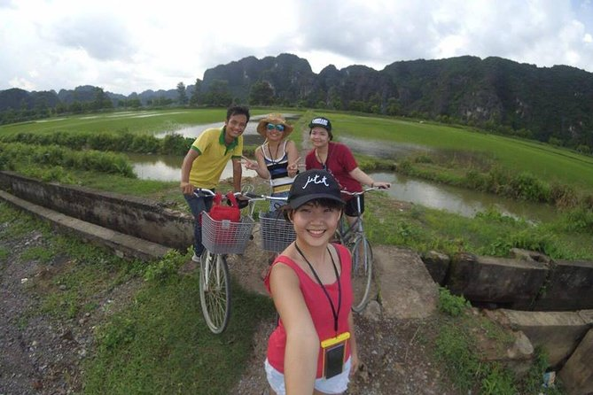 Conquer Mua cave and overview Tam Coc rice field