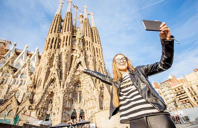 Guided Tour to Sagrada Familia & Park Guell
