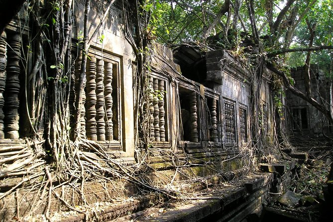 Private long tour with car and tour guide(Beng Mealea, Banteay Srei, Kbal spean)