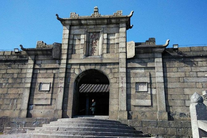 Private Day Tour to Mt Hengshan from Guangzhou by Round-way Bullet Train