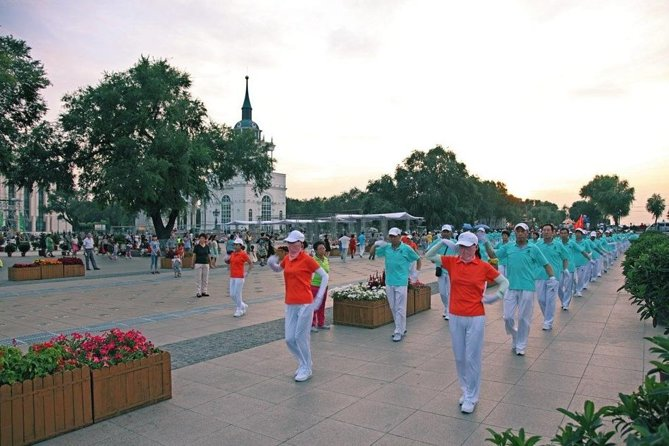 Private Harbin Local Experience Evening Tour:Square Dance and Night Food Market