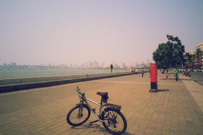 Early morning private bicycle tour of Mumbai highlights with breakfast