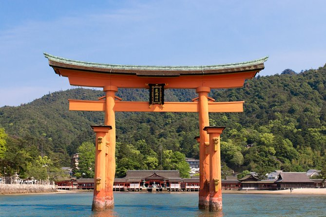 Private Day Tour of Kintaikyo Bridge and Itsukushima Shrine with a Local Guide from Hiroshima
