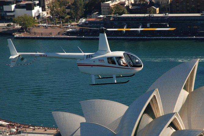 Recorrido privado: Vuelo en helicóptero por Sídney y almuerzo en el puerto de Sídney