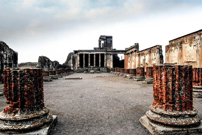 Private Tour from Rome to Pompeii with skip the line tickets and Hotel Pick Up