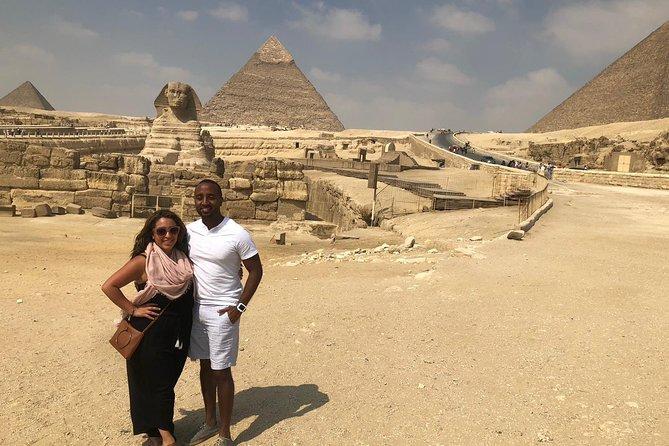 Pirámides de Giza y templo del valle de la esfinge del hotel de El Cairo Giza con guía experto