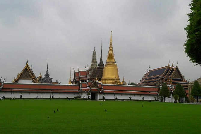 Full-Day Temple and Sightseeing Tour in Bangkok