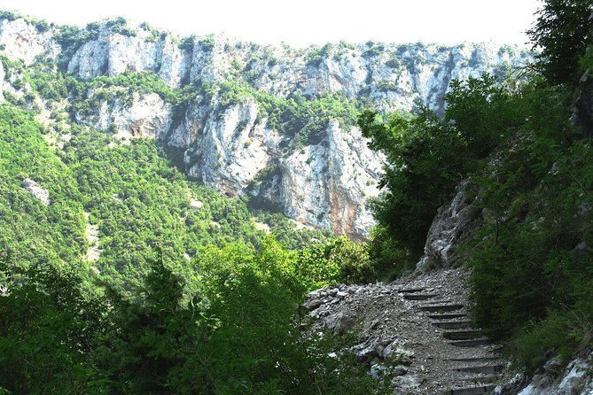 grotte-noire-randonnee-au-depart-de-tirana-avec-guide