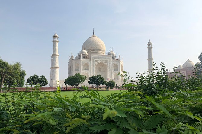 Full Day Taj Mahal & Fatehpur sikri Tour from Delhi by Car