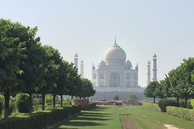 One day Taj Mahal Sunrise Tour From Delhi by Car with Breakfast in 5 star Hotel
